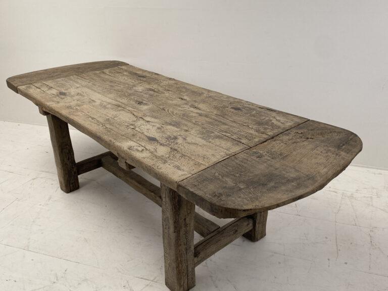 Oval farmer's table